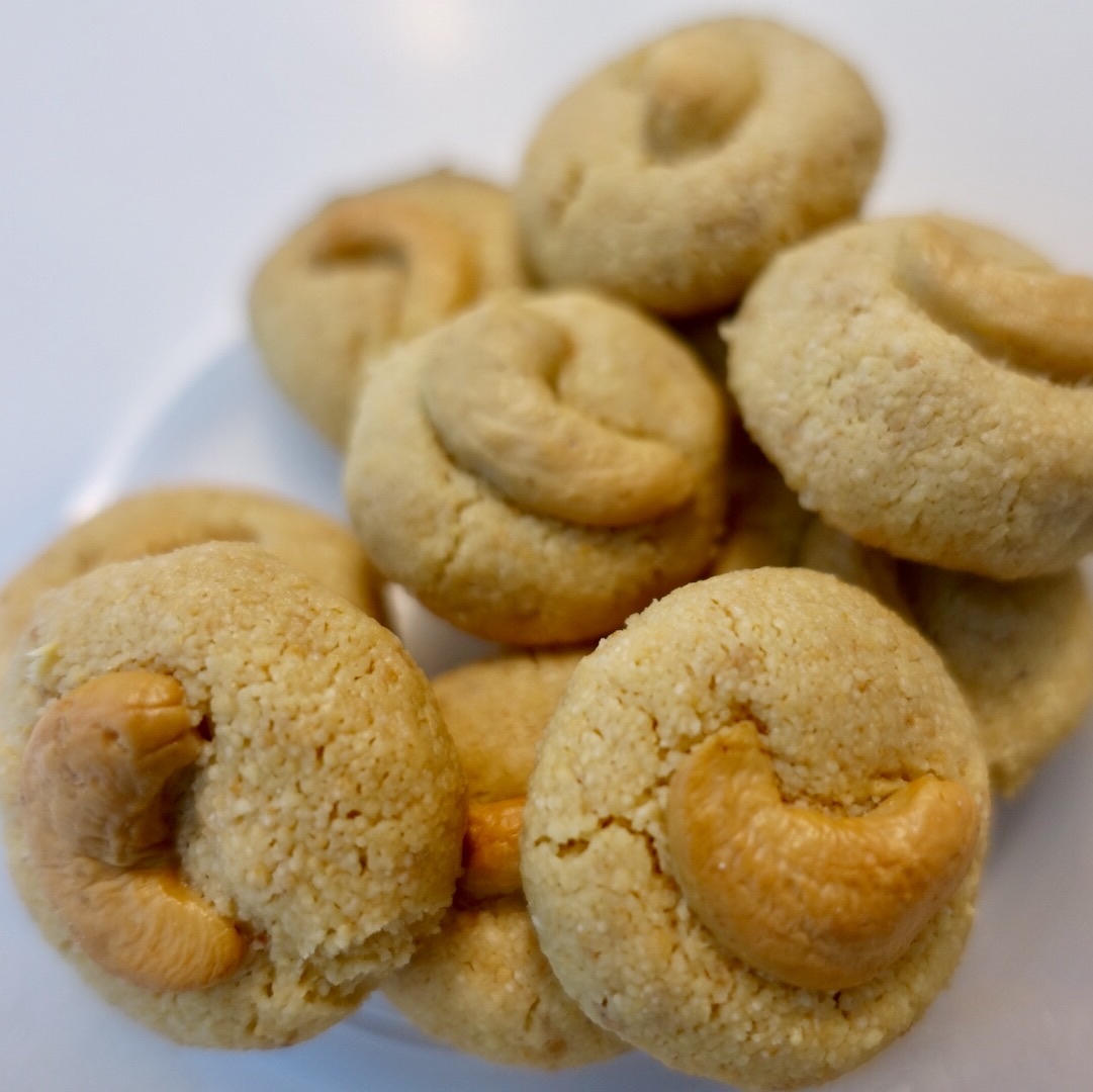 Fragrant Cashew Sugee Cookies that Melt in the Mouth